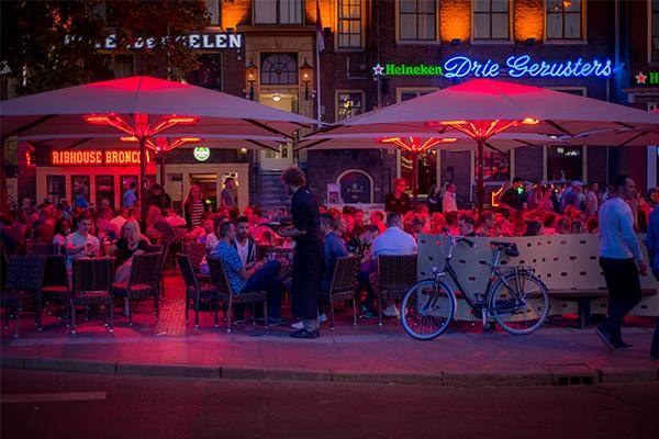 uitgaan straat in de stad in Gorningen