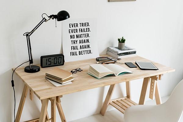 werkplek van een student met bureau