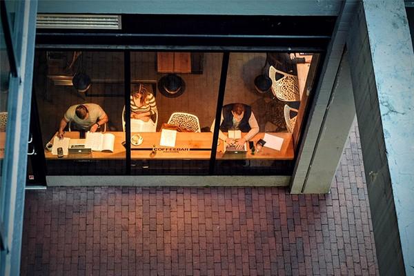studeren-in-een-cafe