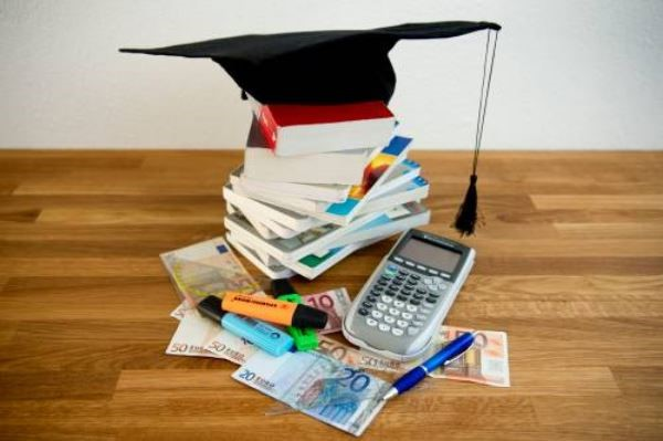 studie boek studeren leren geslaagd studierente